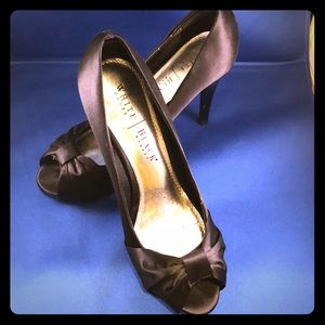 White House Black Market black satin pumps size 8